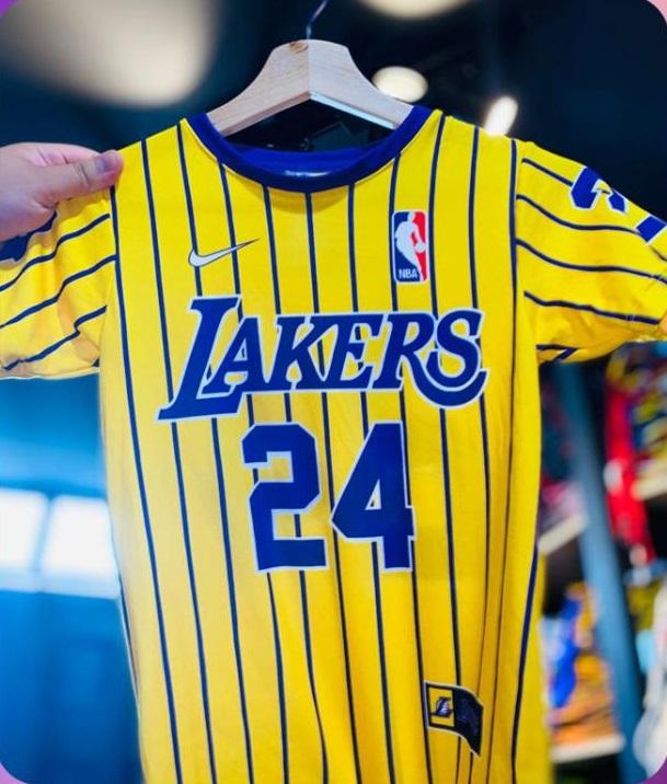 camiseta Lakers 24